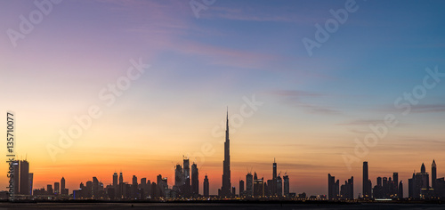In de dag Zwavel geel Dubai, UAE - Dec 17, 2016: Dubai skyline after sunset.