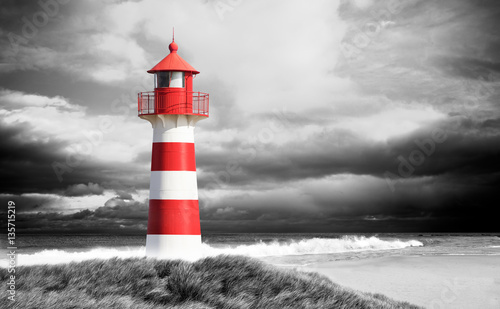 Fotografija Leuchtturm an der Küste schwarz/weiß