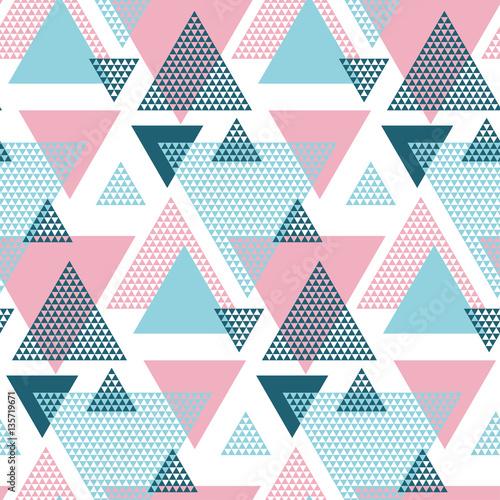 rozowy-i-niebieski-elegancki-kreatywny-powtarzalny-motyw-z-trojkatami