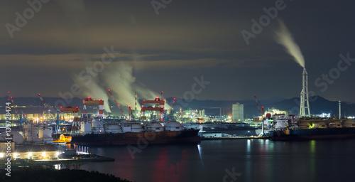 Staande foto Industrial geb. Industrial factory in Kurashiki at night