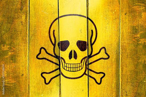 Fotografía  Vintage Poison sign background on a grunge wooden panel