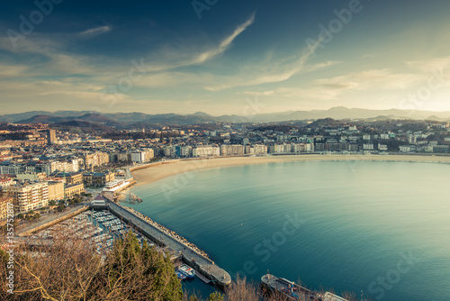 Photo  Panoramic vista over San Sebastian city and beach