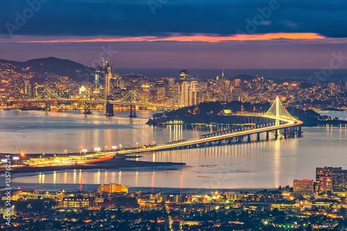 Fotografía  San Francisco skyline and Bay Bridge at sunset