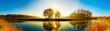 canvas print picture - Idyllische Landschaft mit Fluss und Wald bei Sonnenaufgang