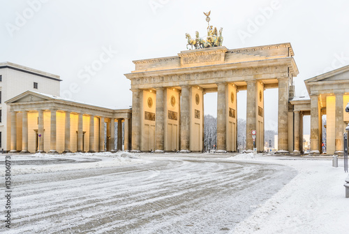 Photo  Brandenburg gate (Brandenburger Tor) in snow, Berlin, Germany, Europe