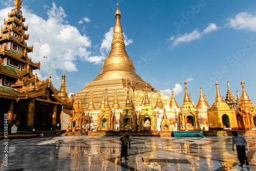Myanmar - Burma - Shwedagon Pagode in Yangon Fototapete