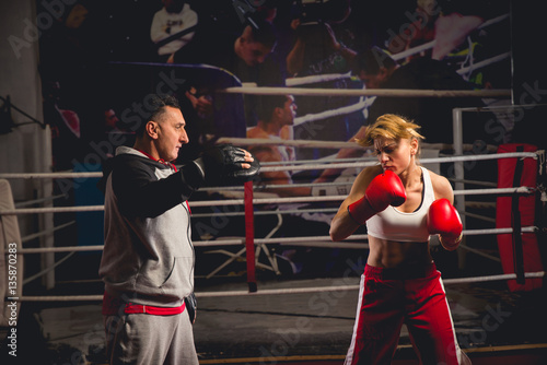Deurstickers Vechtsport Woman boxer training