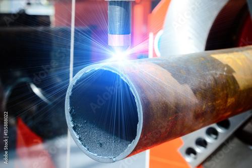 Fotografía  CNC plasma cutting machine for metal pipes.