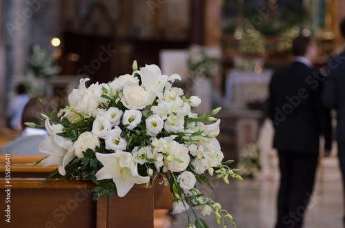 Bouquet Della Sposa.Bouquet Della Sposa Al Matrimonio In Chiesa Buy This Stock Photo