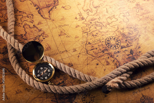 Ingelijste posters Schip time for adventures - vintage compass and rope on old world map