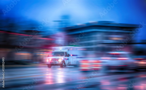 Photo an ambulance racing through the rain on a stormy night with moti