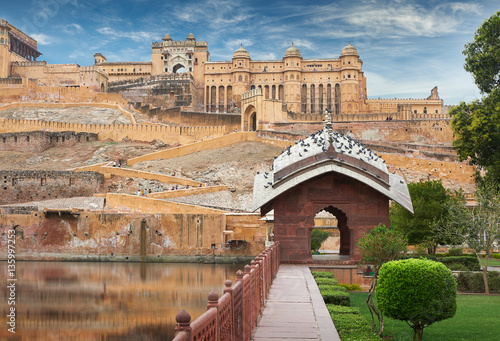 Poster de jardin Fortification Amer Fort is located in Amer, Rajasthan, India.