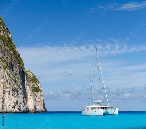 Foto White catamaran in the Blue Lagoon