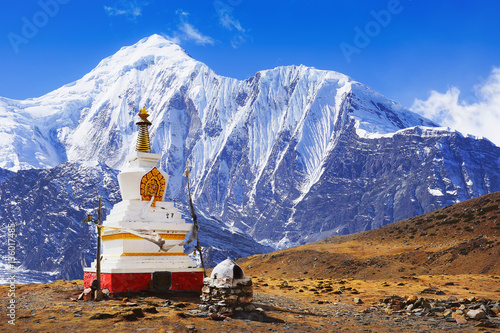 Obraz na płótnie Buddhist stupa at Annapurna Circuit Treck with white summit view, Himalaya, Nepal, Asia