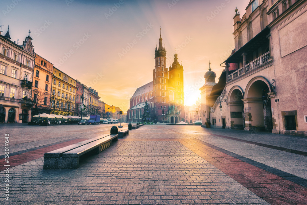 Obraz Krakow, main architectural ensemble, amazing colors of sunrise over the old town Market square, St. Mary's church (Mariacki cathedral) and Cloth Hall (Sukiennice), Poland, Europe fototapeta, plakat
