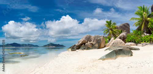 Foto auf Acrylglas Tropical strand Seychelles panoramic view. La Digue island.