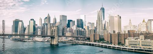 Poster New York NEW YORK CITY - OCTOBER 22, 2015: Lower Manhattan skyline from M