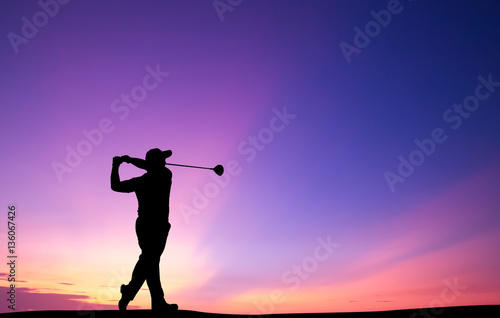 Poster Golf silhouette golfer playing golf during beautiful sunset