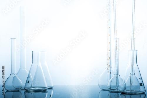 Fotografia  Scientific equipment chemical laboratory. Chemical studies.