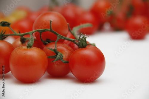 Photo  grappolo di pomodorini piccadilly