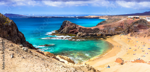 Fotografia Unique volcanic island Lanzarote - beautiful beach Papagayo, Canary islands, Spa