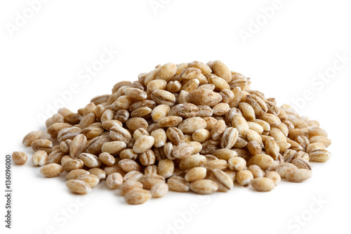 Obraz na płótnie Heap of pearl barley isolated on white.