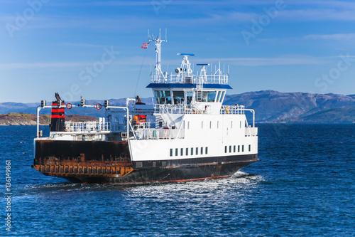 Fotografía  Ro-Ro ferry ship goes on sea, rear view