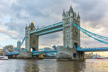 Fototapeta na wymiar Sunset panorama of Tower Bridge in London in the late afternoon, England, United Kingdom