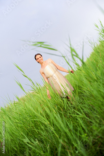In de dag Fantasie Landschap Young beautiful woman (model-released)