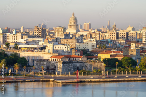 In de dag Havana Old Havana at dawn with a view of the bay and several landmarks