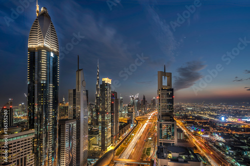 Fototapeta Patrząc w dół Sheik Zayed Road w Dubaju