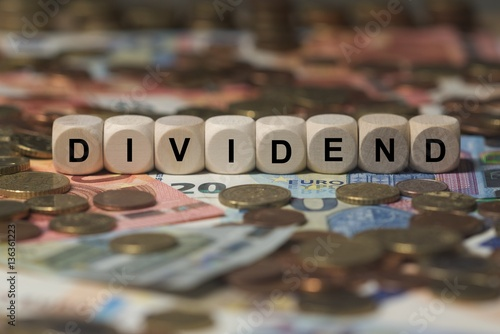 Fotografía  dividend - cube with letters, money sector terms - sign with wooden cubes