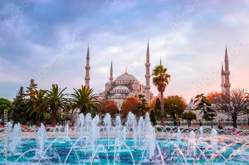 Plakat Błękitny meczet w zmierzchu, Istanbuł, Turcja (Sultanahmet Camii)