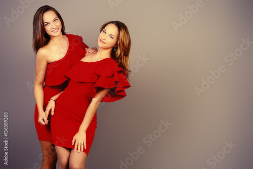 Photo  twin sisters
