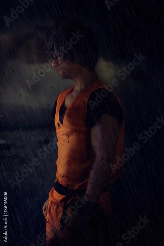 Photo  Super héro seul sous a pluie