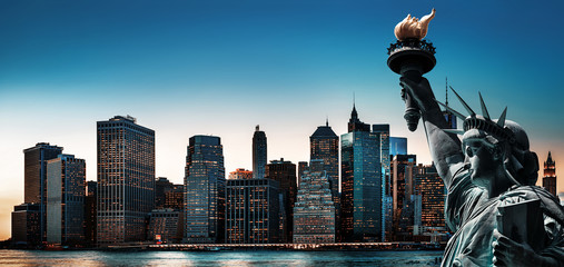 Panel Szklany Nowy York New York City skyline panorama with Statue of Liberty