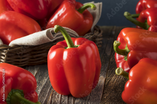 Fotografia Raw Organic Red Bell Peppers
