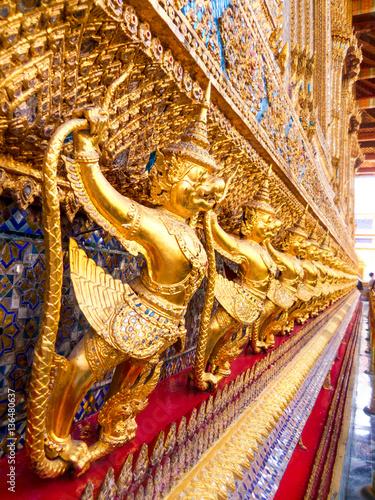 Photo  Golden Garuda catching Naga sculpture at Wat Phra Kraw, Bangkok