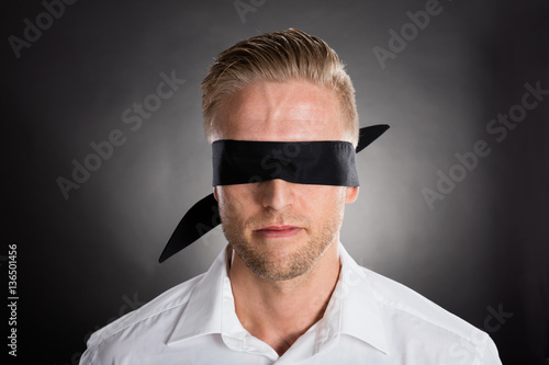 Obraz na plátně Businessman With A Black Blindfold Over Eyes