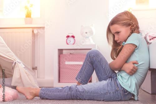 Fotografija  wütendes kind zuhause