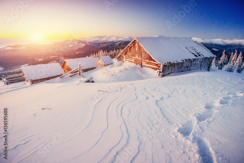 Fotomural chalet in the mountains