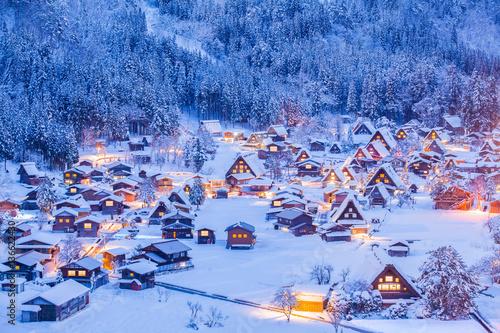 Foto-Leinwand ohne Rahmen - World Heritage Site Shirakawago village and Winter Illumination (von torsakarin)