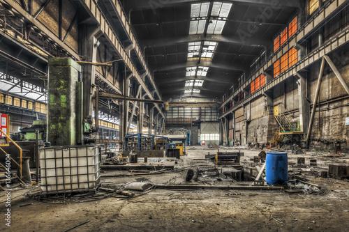 Autocollant pour porte Les vieux bâtiments abandonnés Large abandoned industrial hall