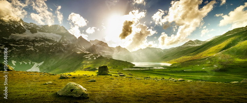 Foto auf AluDibond Gebirge Beautiful mountain view with lake of Sonamarg, Jammu and Kashmir state, India