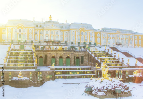 Poster Artistique Grand Cascade and Samson fountain with The Grand Palace of Lower Park Peterhof in winter. Saint Petersburg, Russia