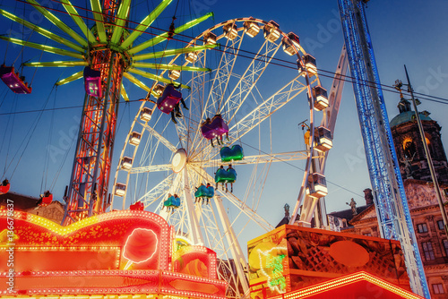 Autocollant pour porte Attraction parc amusement park carousel Beautiful night lighting