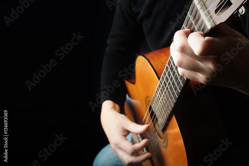 Papiers peints Musique Acoustic guitar player hands Classical guitar close up