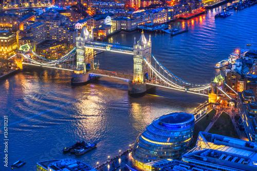 zabytkowy-tower-bridge-uchwycony-z-the-shard-londyn-wielka-brytania