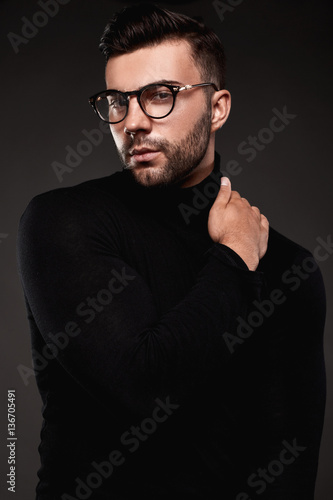 Fototapety, obrazy: Serious thoughtful handsome man in golf and glasses