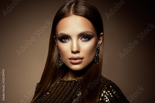 Obraz Glamour portrait of beautiful girl model with makeup and romantic hairstyle. Fashion shiny highlighter on skin, sexy gloss lips make-up and dark eyebrows. - fototapety do salonu